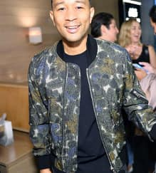 Spotted: John Legend Mengenakan Burberry