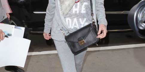 Spotted: Sharon Stone Mengenakan Longchamp