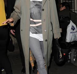 Spotted: Sienna Miller Mengenakan Burberry