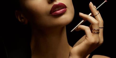 Taklukan Pria Dengan Lipstik Ramping dari Hourglass