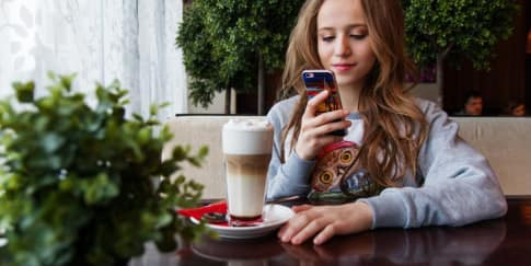 Tips Berkomunikasi Saat Menjalani Hubungan Jarak Jauh
