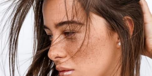 Tips DIY Bibir Metalik yang Tahan Lama untuk Tahun Baru