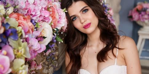 Tips Memakai Lensa Kontak Saat Pernikahan