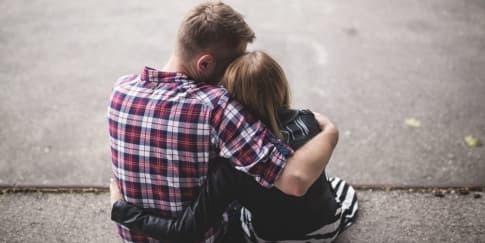Tips Memberitahukan Penyakit Keras Anda Kepada Pasangan