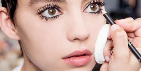 Versi Modern Makeup 60'an di Backstage Dior