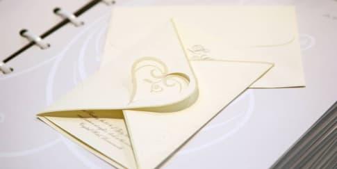 Waktu yang Tepat untuk Mengirimkan Undangan Pernikahan
