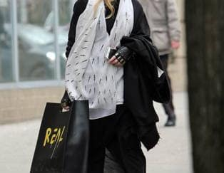 Spotted: Madonna Mengenakan Tas Gucci Keluaran Baru