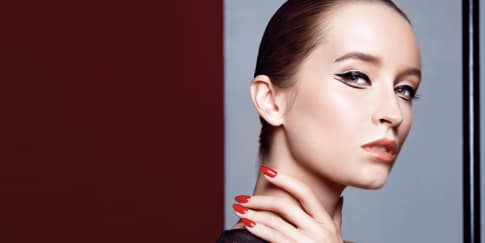 3 Gaya Unik untuk Menggunakan Eyeliner