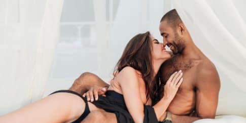 4 Hal yang Dipikirkan Pria Saat Wanita Telanjang