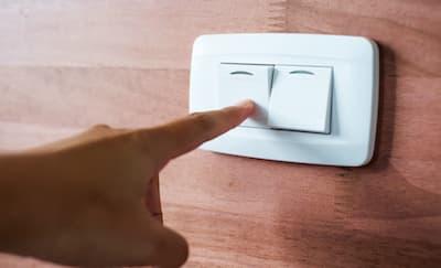 8 Cara Menghemat Listrik di Rumah