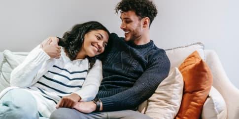 Alasan Pria Menyukai Wanita Lebih Muda
