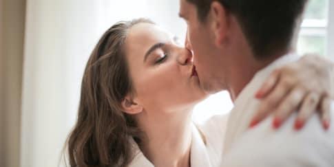 13 Arti Ciuman Yang Perlu Kamu Tahu