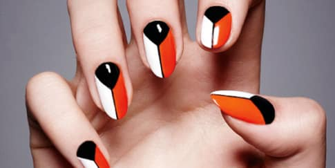 Tips Ikuti Tren Graphic Nail Art