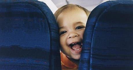 Cara Atasi Tekanan Udara di Pesawat untuk Bayi