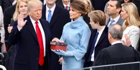 Melania Trump Mengenakan Ralph Lauren Saat Inaugurasi