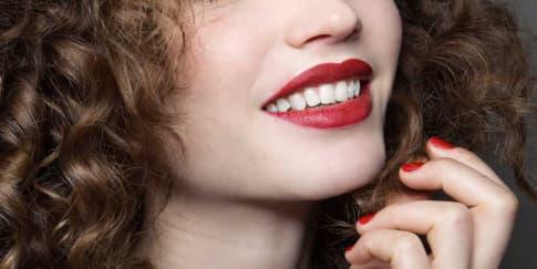 Warna Gigi Makin Putih dengan Veneer