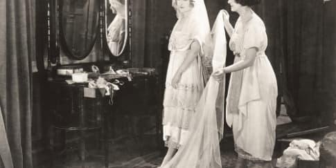 Asal-usul Putih Menjadi Warna Baju Pengantin