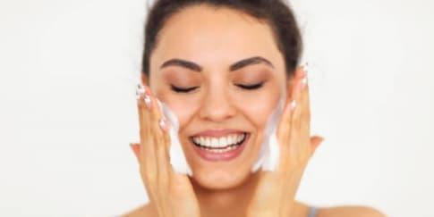 Cara Tepat Double Cleansing Untuk Kulit Wajah Berminyak