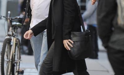 Spotted: Sandra Bullock Mengenakan Tory Burch