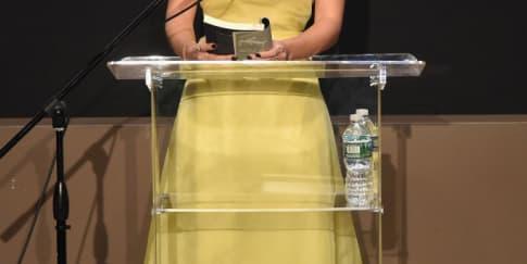 Spotted: Emma Watson Mengenakan Dior