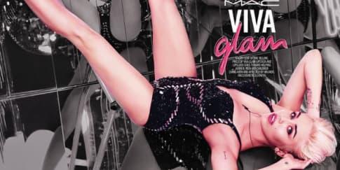 Miley Cyrus Jadi Ikon M.A.C Viva Glam