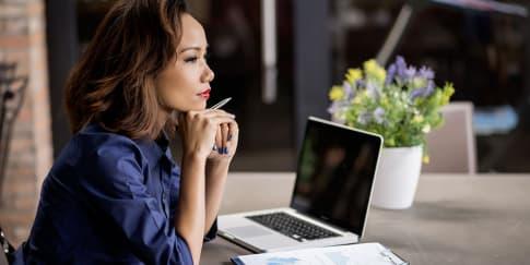 Tips untuk Wanita Karier yang Pendiam