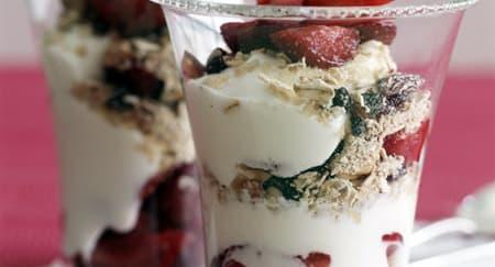 Strawberry Parfait, Resep Sarapan Mudah dan Sehat!