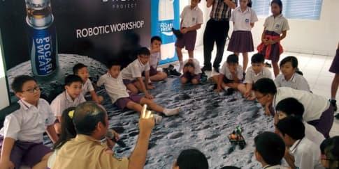 Kegembiraan Anak-Anak Merakit Robot