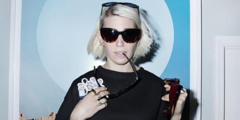 Kacamata Kolaborasi Zosia Mamet dan Cynthia Rowley