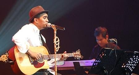 Penyanyi Glenn Fredly Meninggal Dunia