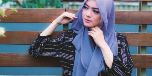 Tampil Modis Lewat Berbagai Gaya Hijab Pashmina