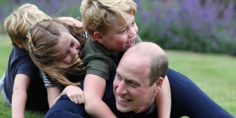 Kate Middleton Unggah Foto Pangeran William Bersama Anaknya