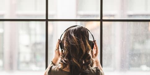 6 Lagu-Lagu Kpop Untuk Temani Hati Yang Sedih