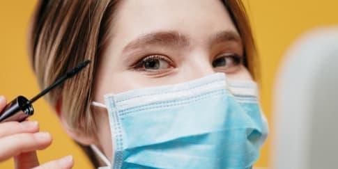 5 Polesan Makeup Pada Mata Yang Harus Ada Saat Pakai Masker