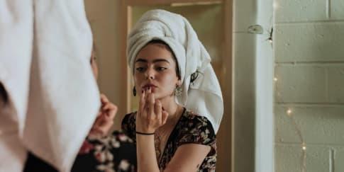 Manfaat Physical Distancing Untuk Kecantikan Kulit & Rambut