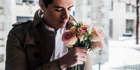 Ciri-Ciri Pria Yang Menutupi Perasaan Cinta