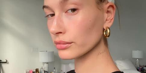 Hailey Bieber Beri Tips Makeup Dan Skincare Di Masa Pandemi
