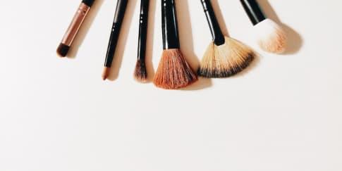 12 Rekomendasi Brush Make Up Yang Bagus Untuk Pemula