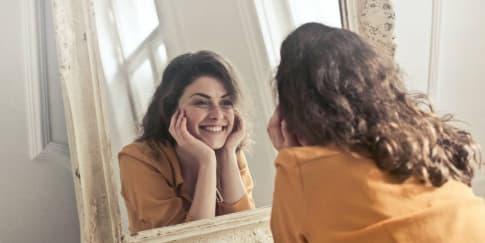 Menjaga Kesehatan Mental, Ini Manfaat Self Talk Positif