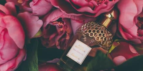 5 Aroma Parfum yang Cocok Untuk Wanita