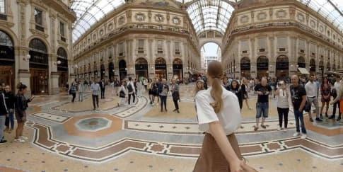 Jalan-Jalan Ke Butik Prada Dengan Virtual Reality