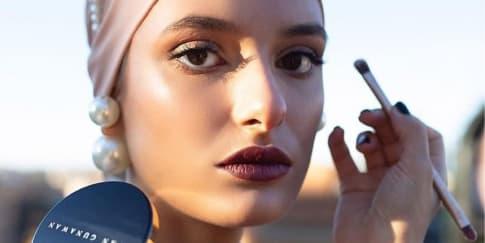 Cantik Di Balik Masker Dengan Makeup Mata Dari Ivan Gunawan