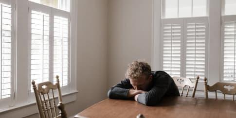 5 Tanda Pria Menyesal Telah Menyakitimu