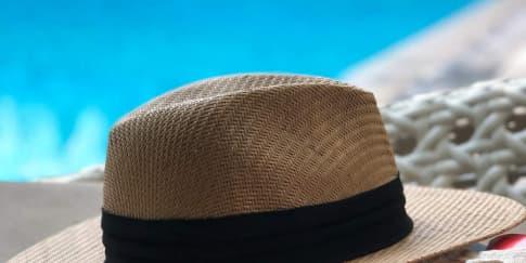 Tips Membersihkan Topi Sesuai Bahan