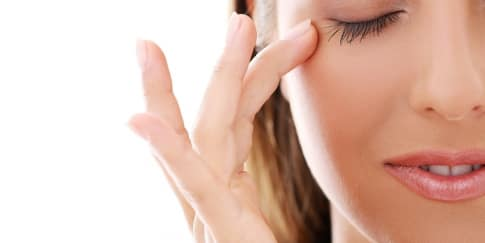 Cara Aman Melepas Sisa Eyelash Extension Di Rumah