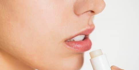 Ketahui Penyebab Bibir Hitam dan Cara Mengatasinya