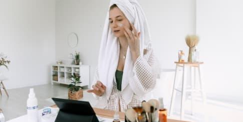 7 Rekomendasi Skincare untuk Kulit Berminyak