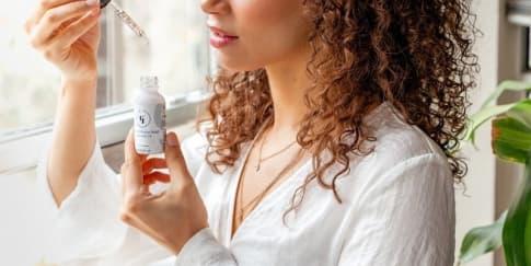 5 Rekomendasi Serum yang Efektif untuk Atasi Rambut Rusak