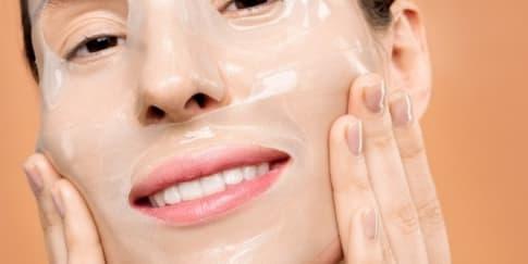 6 Cara Pakai Sheet Mask yang Benar agar Hasilnya Maksimal