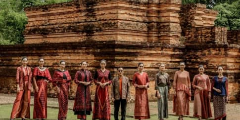 Desainer Wignyo Rahadi Luncurkan Koleksi Busana Batik Jambi